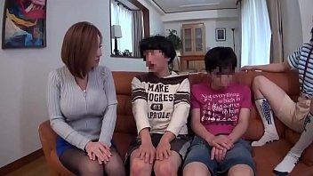 भावुक जापानी परिवार