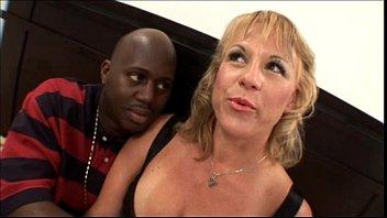 हॉट ब्लोंड आमेचर मिल्फ साथ अच्छा टिट्स बॅंगिंग ब्लॅक कॉक में मोम सेक्स