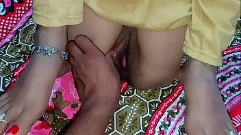 इंडियन न्यूली मैरिड फर्स्ट नाइट चुदाई