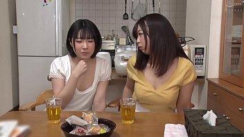 2 युवा जापानी किशोर गड़बड़