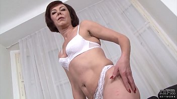 परिपक्व माँ डबल प्रवेश हार्डकोर गुदा अंतरजातीय सेक्स वीडियो में गड़बड़